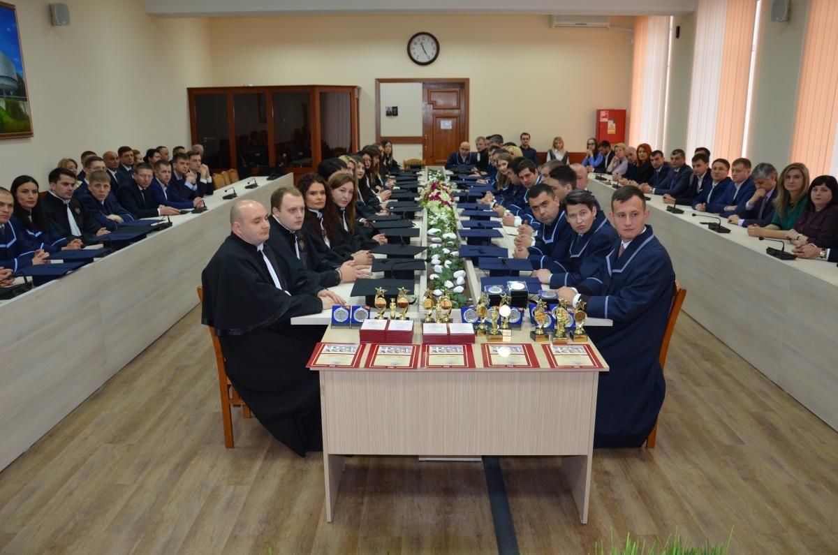 Promoția a XI-a de audienți INJ a primit diplomele de absolvire. Cine sunt liderii de promoție în acest an