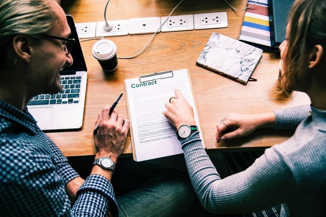 (VI) Achitarea preţului bunului, încheierea și autentificarea contractului de vânzare-cumpărare în cazul licitațiilor organizate de notar