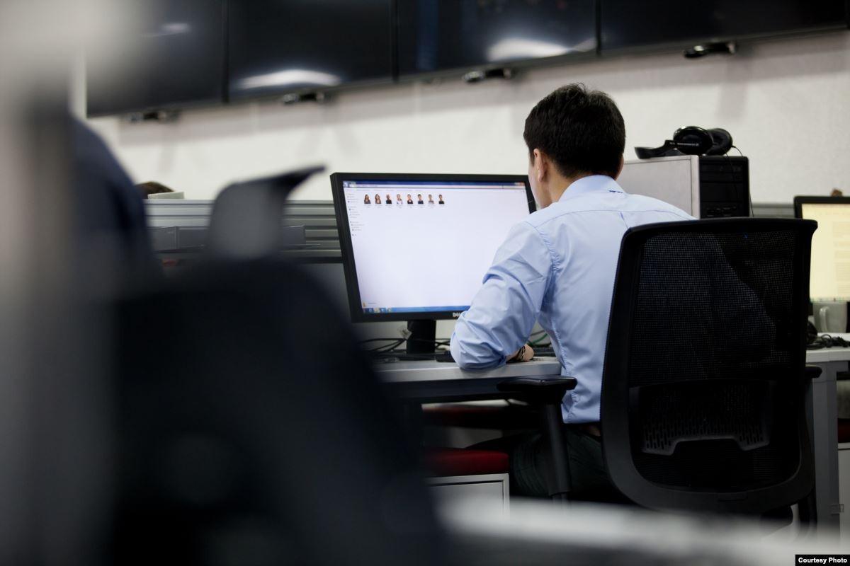 Putem monitoriza angajații și clienții cu camere ascunse?