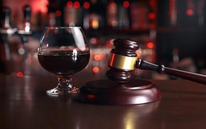 Mai mulți avocați solicită revizuirea a mii de hotărâri pronunțate de un judecător alcoolic