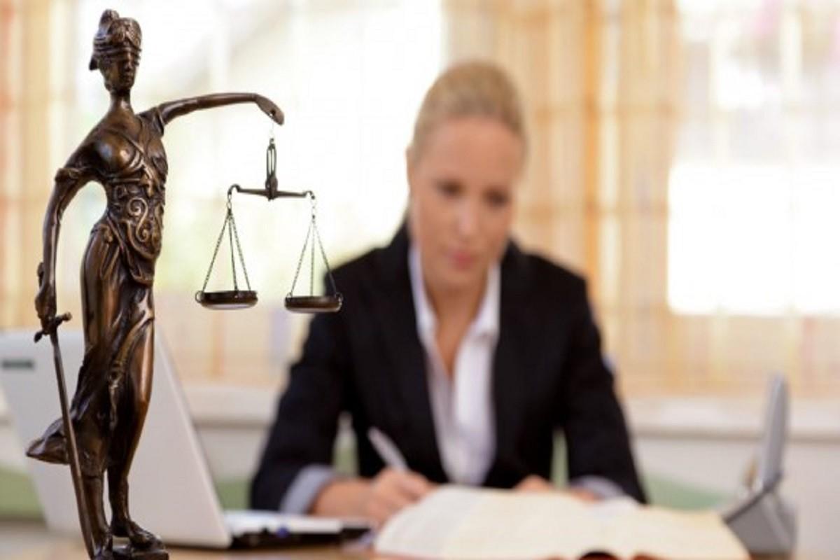 """O judecătoare nu a fost promovată în instanța ierarhică din cauza soțului """"lenos"""""""