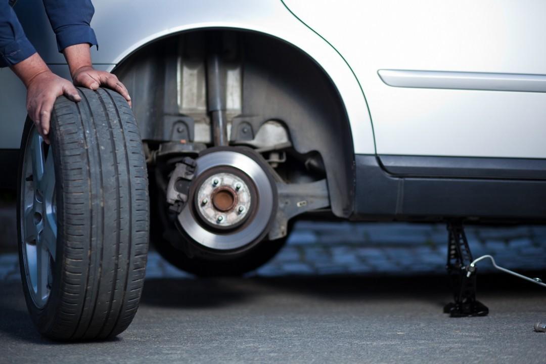 Atenție soferi! Unele ateliere auto folosesc stand-uri de balansare a roților neconforme