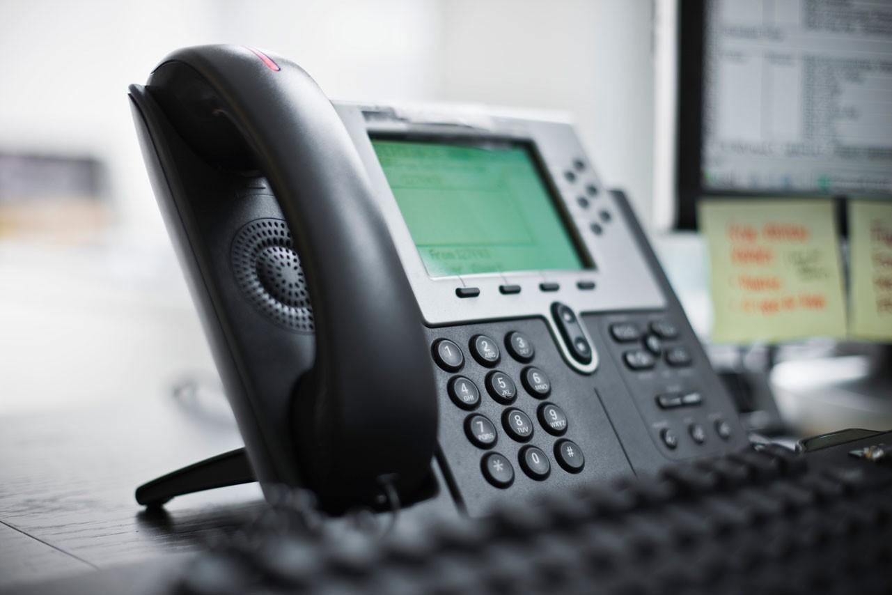 Cine mai vorbește la telefonul fix? Principalii indicatori ai pieței de telefonie fixă s-au diminuat