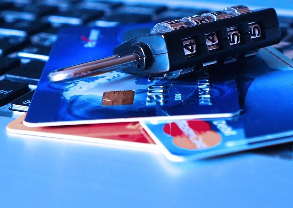 Cele mai multe carduri bancare active în Republica Moldova sunt de tip social