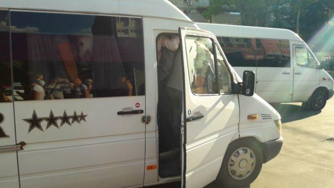 Un șofer sesizează Curtea Constituțională cu privire la transportarea pasagerilor în picioare în transportul public