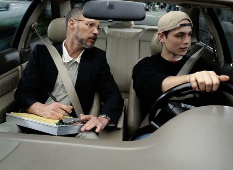 Modificări privind programarea și susținerea examenului auto. Documentul a fost aprobat de Guvern