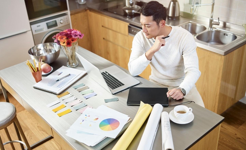 Munciți în această perioadă de acasă? Câteva recomandări de protecție în mediul online