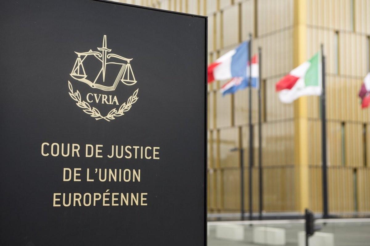 CJUE: Interzicerea generală a discriminării pe motiv de cetățenie sau naționalitate nu poate fi invocată pentru contestarea unei clauze