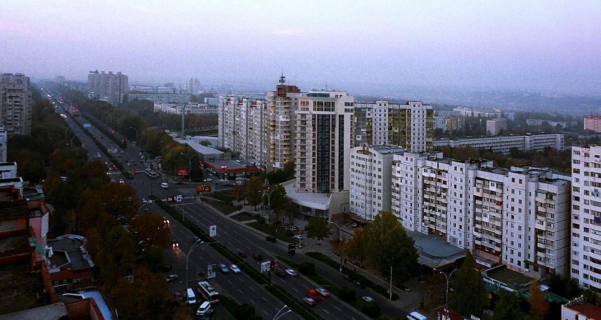 Agenții economici care amplasează publicitate pe fațadele clădirilor din capitală trebuie să-și coordoneze acțiunile cu municipalitatea