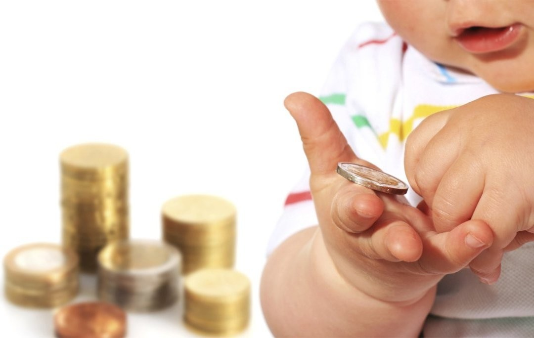 Indemnizația unică la nașterea primului copil – nu mai mică de 2 salarii medii pe economie