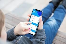 Băncile digitale se grăbesc să cucerească următoarea generaţie. Ce carduri le oferă copiilor și cum pot fi utilizate de cei mici