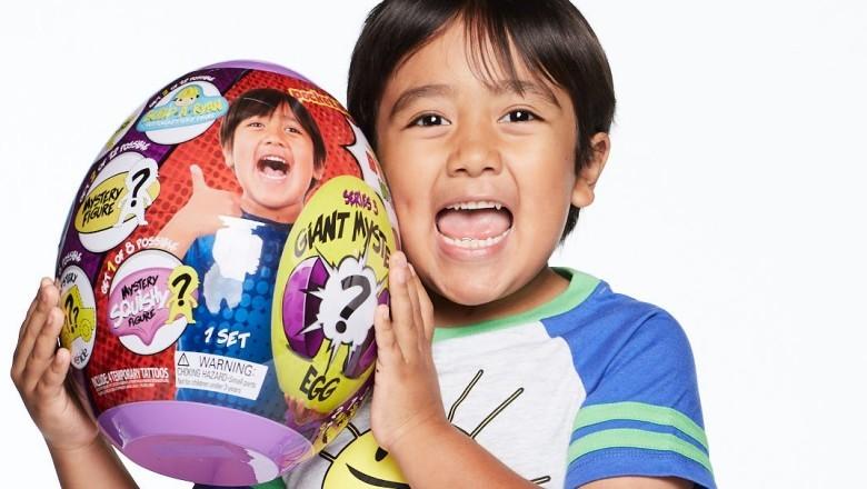 Un copil de 9 ani cel mai bine plătit YouTuber. A câștigat într-un an aproape 30 de milioane de dolari din YouTube