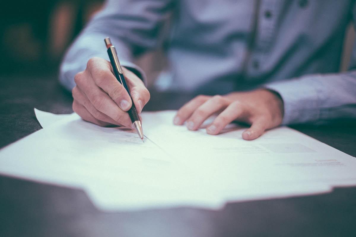 Trei încercări pentru admiterea în avocatură. Legea ar putea fi modificată