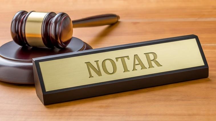 Cine este obligat să prezinte informațiile privind contractele autentificate notarial pe numele persoanei fizice pe parcursul unui an fiscal, în cazul încetării activității notarului