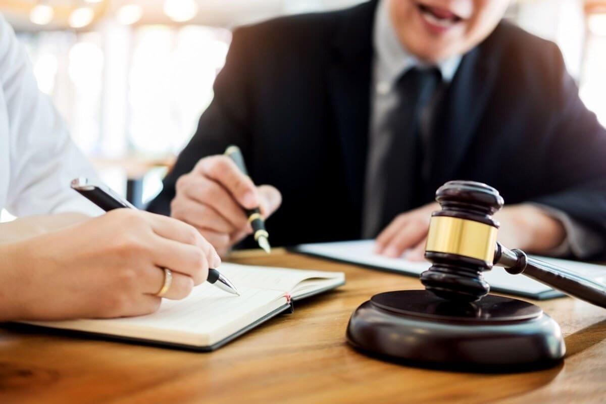Un stagiar a fost exclus de la stagiul profesional în avocatură. A prezentat un cazier judiciar fals