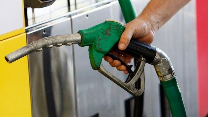 Decis: ANRE va stabili zilnic prețurile maxime de comercializare cu amănuntul a produselor petroliere principale de tip standard