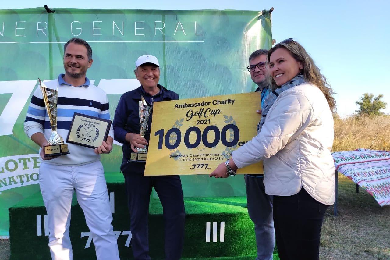 Evenimentul Ambassador Charity Golf Cup, organizat în premieră în ţara noastră, a întrunit diplomaţi și oameni de afaceri pe terenul de golf