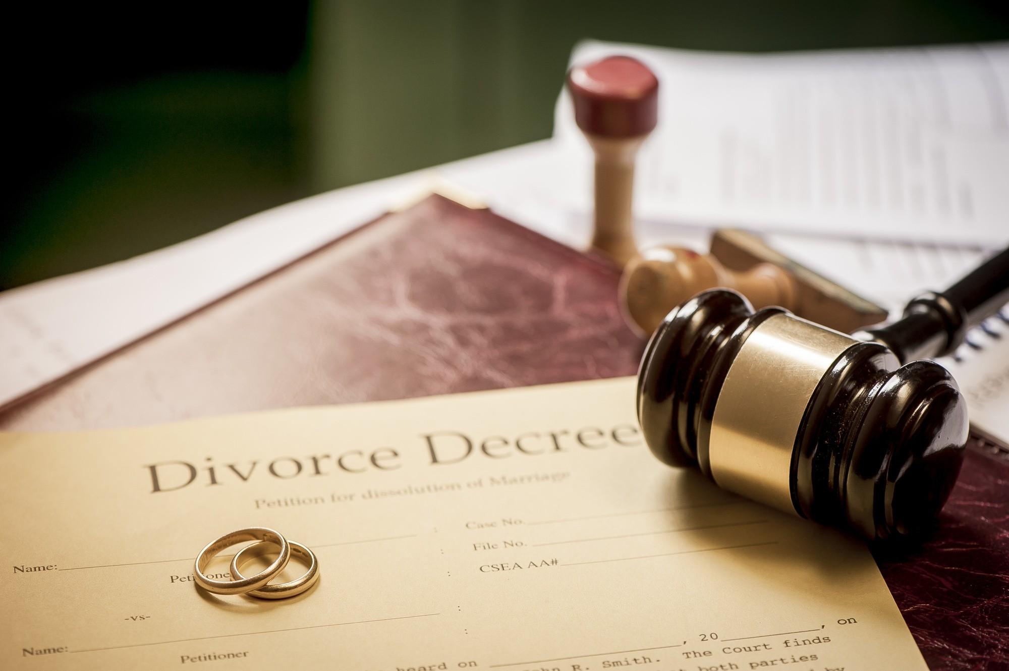 Notarii vor putea desface căsătorii: Proiectul legii privind procedura notarială a fost votat în lectură finală