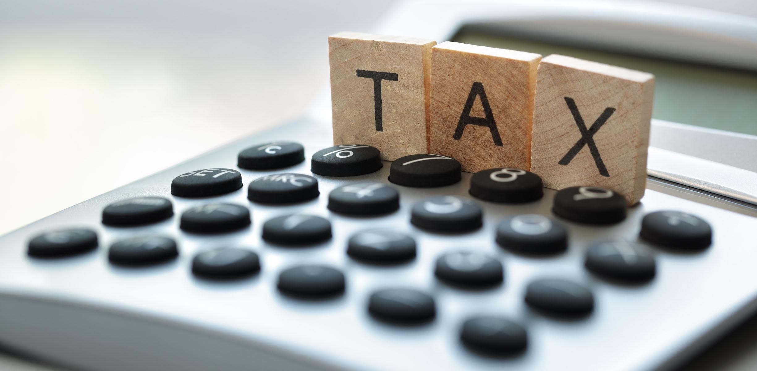 Persoanele care practică activități ce constituie monopol de stat vor fi scutite de taxa pentru unitățile comerciale şi de prestări servicii
