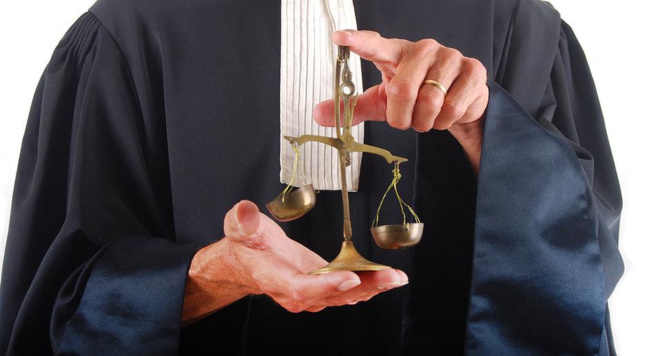 firma de avocatură partener de asociere asociată
