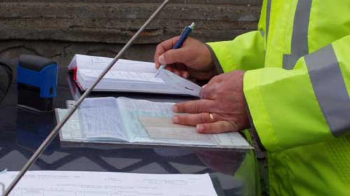 Amenzile rutiere vor putea fi plătite direct polițiștilor