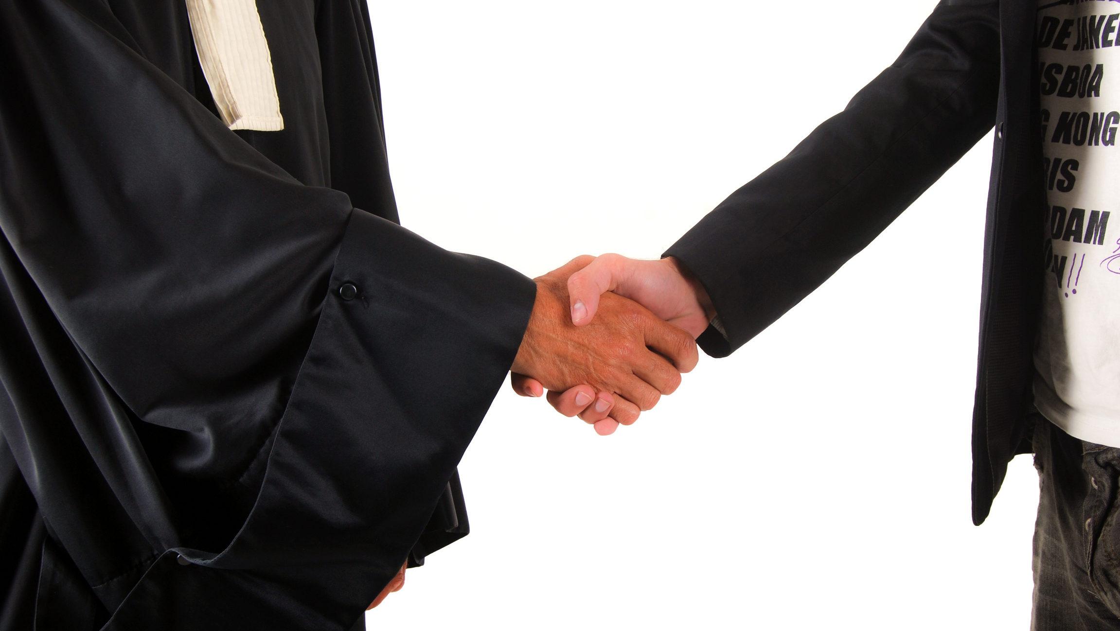 Cine sunt avocații care au asistat în tranzacția cu acțiunile Moldova-Agroindbank