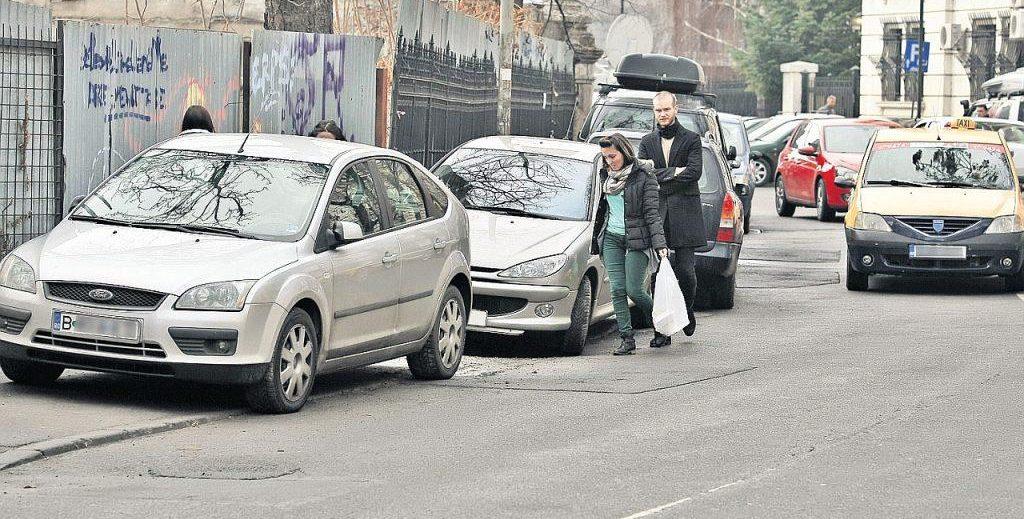 Noi reguli privind parcarea pe trotuare. Ce modificări propun autoritățile