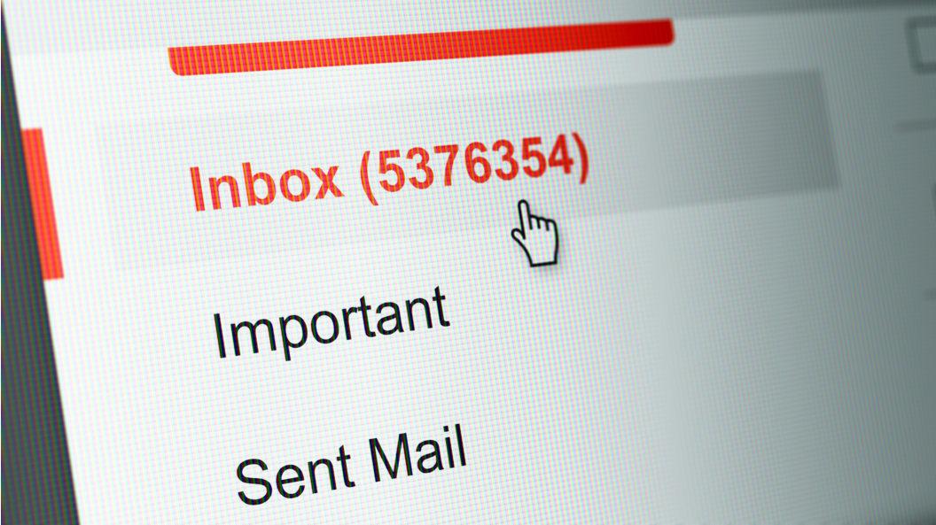 """""""Mesajul instanței a ajuns în spam"""" - argumentul unui avocat pentru a repune pe rol un dosar. Ce motivare a emis CSJ"""